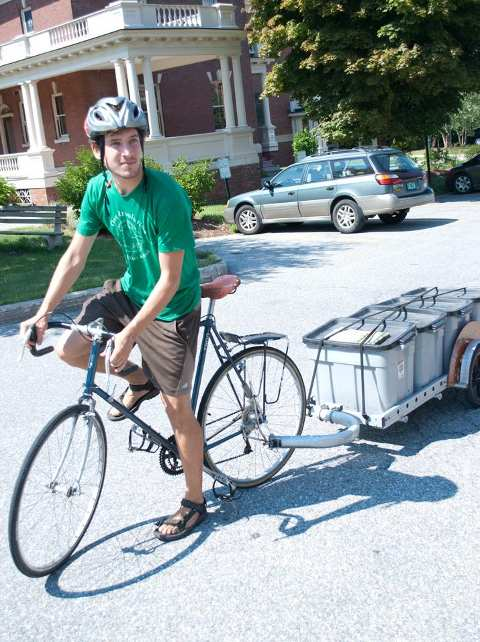 revolution-compost-trailer-on-vermont-campus_les-jardiniers-a-velo