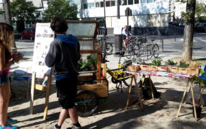 fuc-2016-24-septembre-jardiniers-a-velo-boites-paris-ile-de-france-festival-utopies-concretes-jardins-evenemenat-jardinage-plante-paillage-ecologique-naturel
